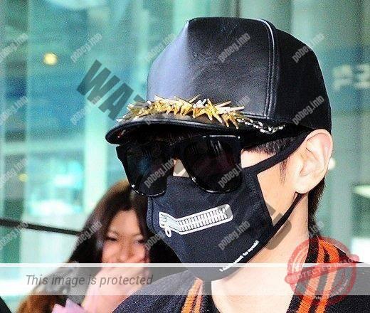 Кореец в маске и очках