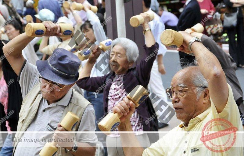 Японские долгожители занимаются гиманстикой