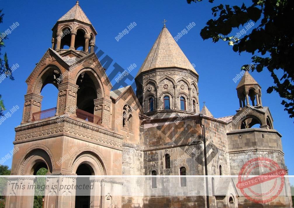 Эчмиадзинский кафедральный собор, основанный в 303 году