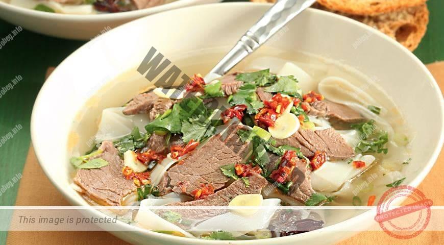 Острый хайнаньский суп из баранины с лапшой