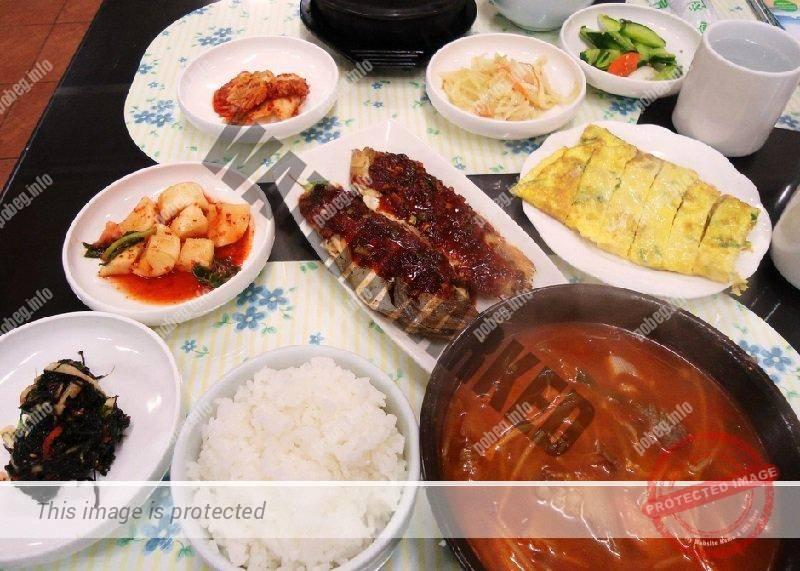 Корейский завтрак в кафе